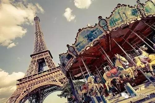 2、阿姆斯特丹的风车转得不会有我对你的爱长久,埃菲尔铁塔没我对你的爱深沉,我相信我是你惟一的选择.