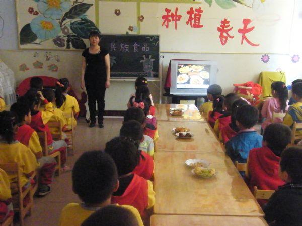 """高台县光彩幼儿园开展""""民族团结进步宣传月""""主题教育"""