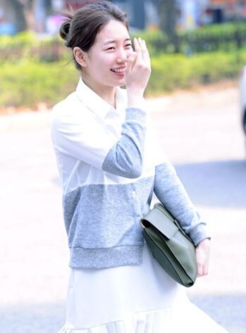 李敏镐女友秀智素颜现身皮肤水灵遮脸显娇羞(图)