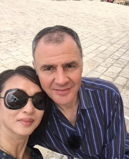 金星肩靠老公秀恩爱结婚十年甜蜜依旧(图)