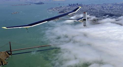 """全球最大太阳能飞机""""阳光动力2号""""在开罗降落"""