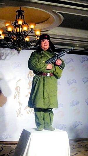 网友指陈光标新形象作秀 回应称真人雕塑更环保