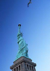 应在18岁以前就已存在,否则不得享受移民法上的权益。    为了使移民家属不致分离起见,移民法对已核准移民的同行家属,有特别优待的规定。  美国亲属移民,美国亲属移民新政策,美国亲属移民条件,美国亲属移民条件……