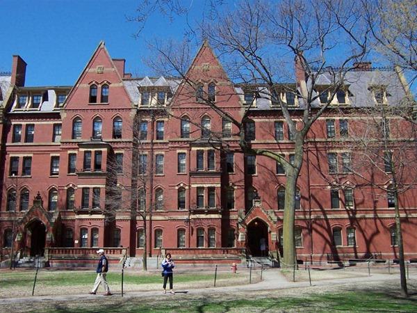世界十大名校第一名:哈佛大学