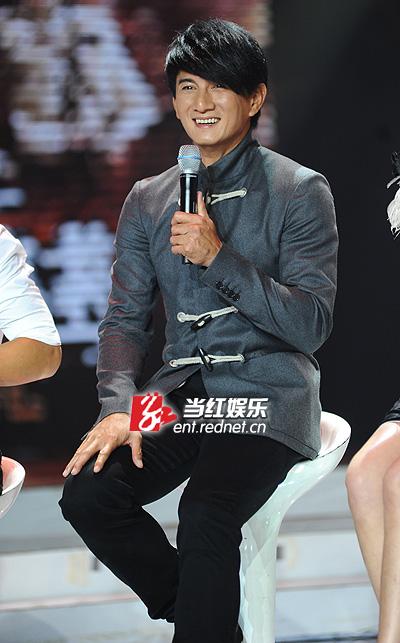 """吴奇隆要求""""粉丝""""改喊他""""雷爷""""。"""