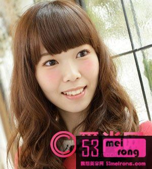 美容 → 适合胖圆脸的发型 做个小脸美女   不少女生最喜欢的发型之一