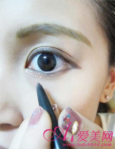 大眼妆画法步骤 精致闪闪惹人爱