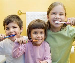 小孩刷牙的图片_小孩刷牙简笔画