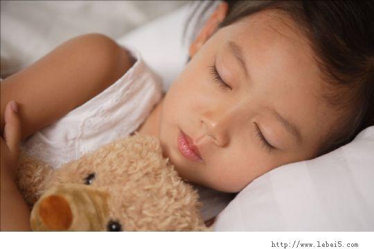 小孩子睡觉磨牙的五个原因分析