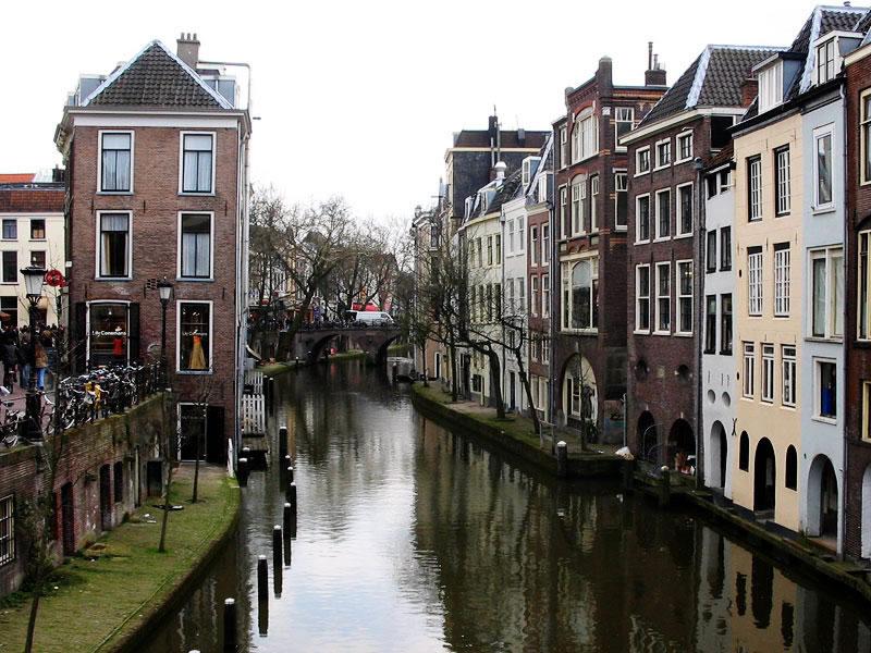 在中国有很多都想要出国移民,可是他们对留学移民的很多事项却不了解。下面我们一起去了解一下想要移民荷兰的办法。供大家参考。  (一)我想成为荷兰人,有哪些方式? 有两种方式可成为荷兰公民: (1)入籍。你可以提出入……